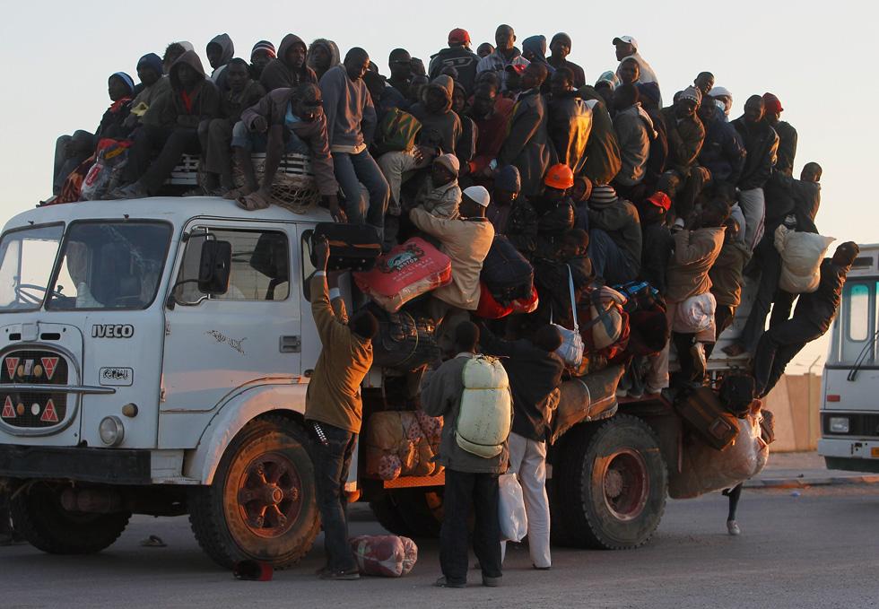 libia, truppe francesi dirigono clandestini verso l'italia