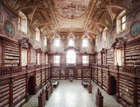 biblioteca-dei-girolamini-napoli