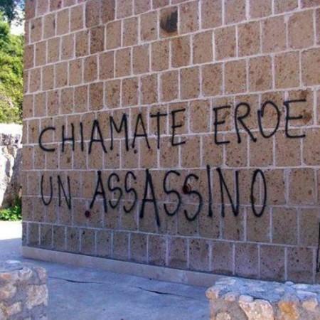 SACRARIO A MINISTRO SALO': 'NO FASCISMO' SCRITTE SU MAUSOLEO