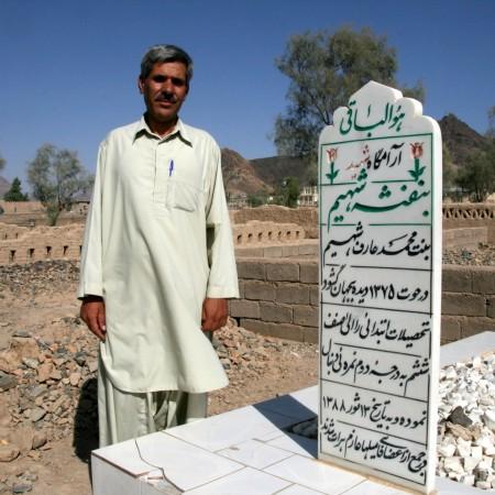 mohammad arif sulla tomba della figlia