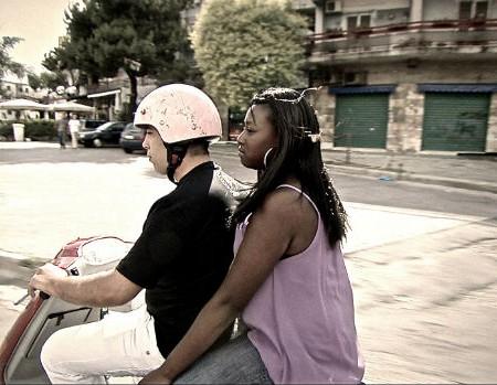 Enzo-motorino-con-fidanzata-L