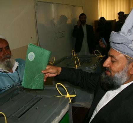 il governatore di NangarharLudin al voto