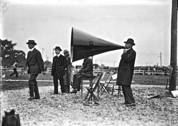 retro-megaphone-wwwtheoldmotor
