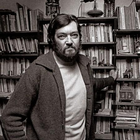 Julio Cortázar, em sua biblioteca (Paris 1976)