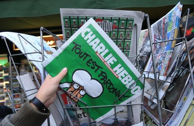 648x415_strasbourg-le-14-janvier-2015-vente-du-journal-satirique-charlie-hebdo-les-kiosques-devalises-en