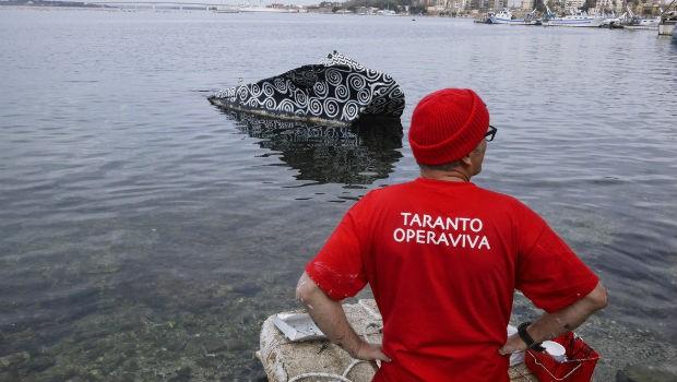 Alessandro Bulgini Decoro urbano su relitto in Mar Piccolo (Taranto Opera Viva 2015)