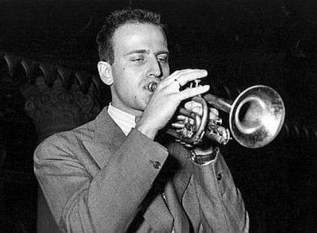Le poete et trompettiste de jazz Boris Vian (1920-1959) ici au festival du jazz le 4 mai 1949 a Paris --- french poet and trumpet jazzman Boris Vian (1920-1959) during jazz festival in Paris may 04, 1949